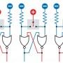 Рис. 2. Использование двух элементов ИЛИ-НЕ вместе с однополюсным двухпозиционным переключателем, на полюс которого подается сигнал высокого логического уровня. Показана последовательность из четырех схем, которая иллюстрирует реакцию простейшего триггера на различные входные сигналы